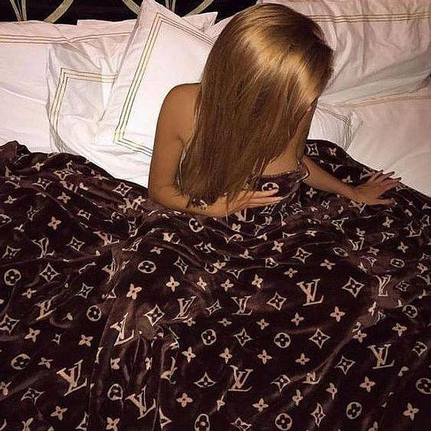 Image of Louis Vuitton LV Conditioning Throw Blanket Quilt For Bedroom Living Rooms Sofa