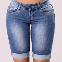 Noelle Bermuda Short - Medium Wash