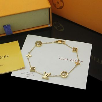 lv louis vuitton woman fashion accessories fine jewelry ring chain necklace earrings 92