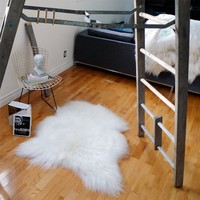 Large WHITE Icelandic Sheepskin Rug / Throw / Fur - 'Eco-Friendly'