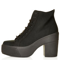 ASTRIX Chunky Lace-Up Boots