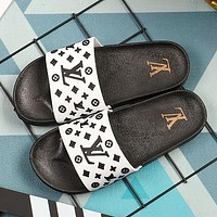 LV Louis Vuitton New style printed letters breathable soft bottom casual beach slippers Shoes