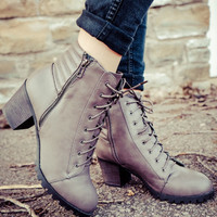 LACED BOOTS WITH SIDE ZIPPER