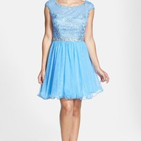 Junior Women's Steppin Out Lace Detail Party Dress,
