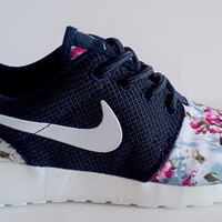 n072 - Nike Roshe Run (Floral Prints Navy/White/Red)
