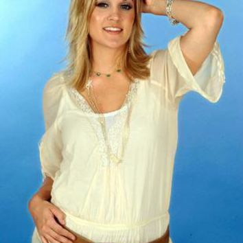 """Carrie Underwood Poster Posing Arm Up 16""""x24"""""""
