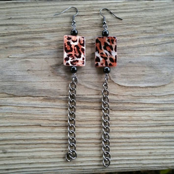 leopard print shell, black glass earrings // R189