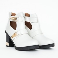 Missguided - Araika Cut Out Detail Ankle Boots In White