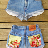 HIGH WAISTED Levi Strauss shorts with floral print pockets