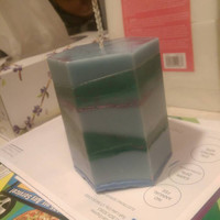 Vanilla / evergreen scented cracking glittery candle