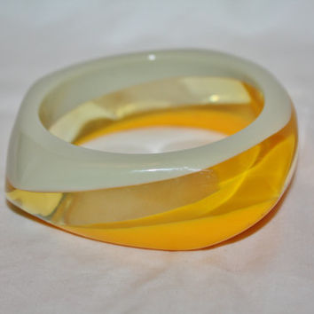 Vintage  Lucite Bangle Bracelet, Retro Mod Lucite Bangle, Yellow Gray Bangle, Boho Bracelet, 1960s Jewelry