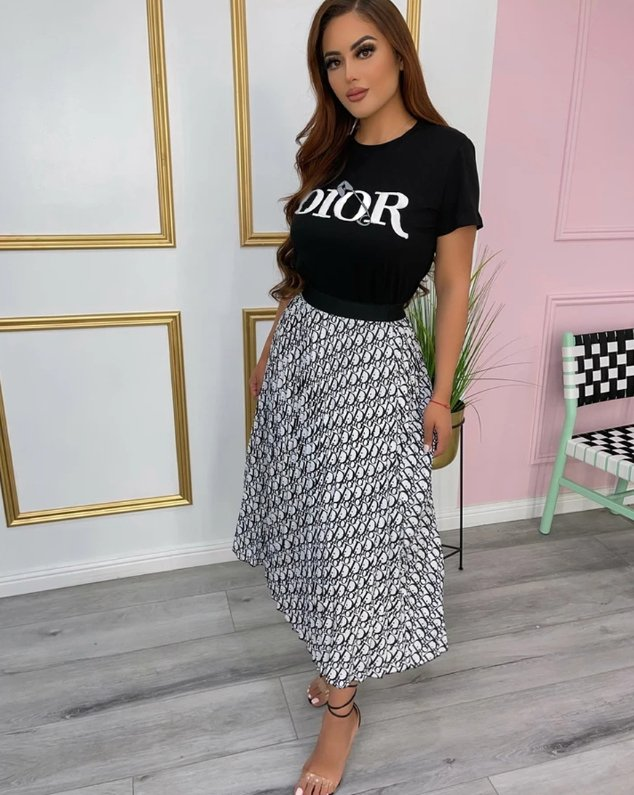 Image of DIOR Women Fashion Short sleeves Top Skirt Two-piece