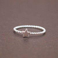 Single Tiny Star 925 Sterling Silver Ring in Silver