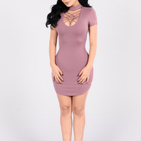 Strike A Pose Dress - Mauve
