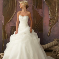 Mori Lee 1858 Organza Ball Gown Wedding Dress. In Stock. Size 6.