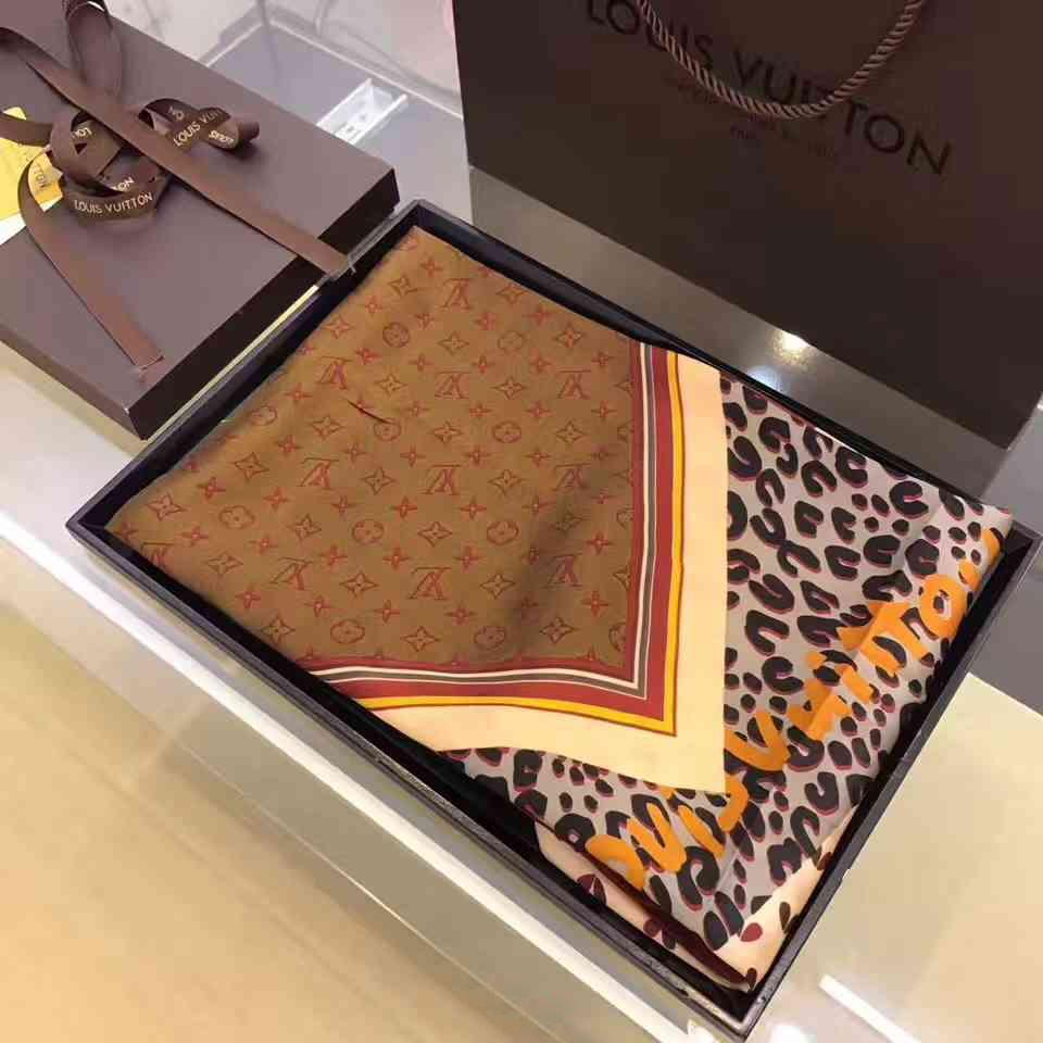 Image of Perfect Louis Vuitton Woman Cashmere Scarf Shawl Silk Scarf