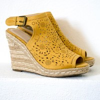 Joby Mustard Laser Cut Wedges