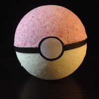 Gotta catch 'em all pokeball bath bomb fizzy, with Pokemon surprise toy inside. Choose your scent