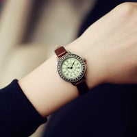 2016 Fashion Classic Vintage Magic Rome Dial Brass Alloy Thin Leather Strap Quartz Wristwatch Watch for Women Ladies Girls