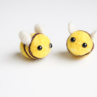Handmade Needle Felted Wool Bumble Bees Decorations. Adorable Felted Animal. Perfect gift for baby shower, wedding, birthday, and children.