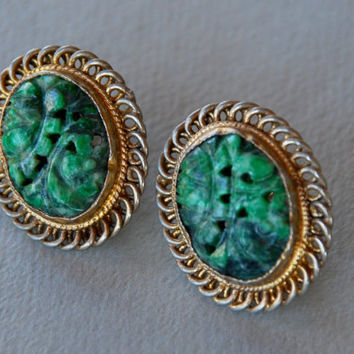 Vintage Carved Green Stone Sterling Screw Back Earrings Chinese Export Gold Wash 1960's // Vintage Sterling Silver Jewelry
