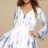 Amuse Society Topaz Blue and White Tie-Dye Long Sleeve Dress