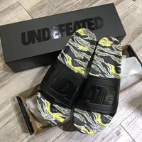Undefeated Tiger Camo Slide GH0213