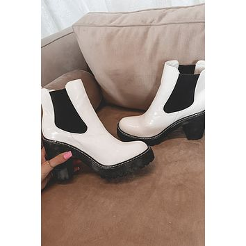 Snow More White Rounded Toe Boots