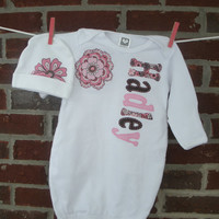 personalized baby gown and cap set, newborn coming home outfit, baby girl, monogrammed gown and cap set, hand stitched applique gown