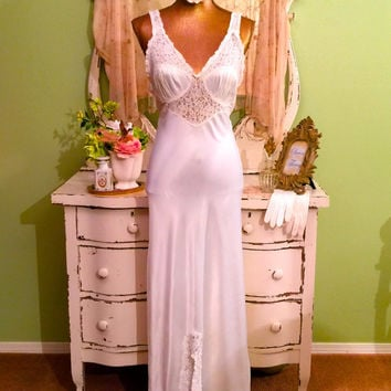30s 40s Long Nightgown, Elegant Vintage Nightdress, S S/M, Boudoir Nightie, Hollywood Glam Nightgown, Satin and Lace Gorgeous Nightie
