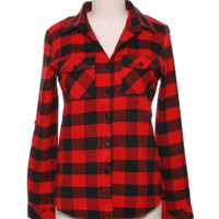 Step into fall and winter stay casual with the Ordinary Love Flannel Shirt. This buffalo plaid flannel top features soft cotton/polyester blended fabrication, buffalo plaid print throughout, functional two front pockets, classic shirt collar with button pl
