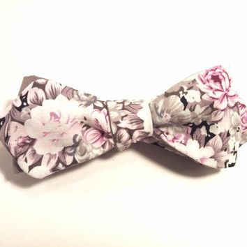 Pink Floral Bow Tie with Pink and White Floral Pattern, Man Bow Tie, Bow tie with Flowers, Diamond Point Bow Tie, Self-Tie Bow Tie
