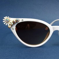 SALE Vintage style White cateye Rhinestones sunglasses Flowers ladies cat eye eyewear