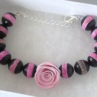 Pink Rose Bracelet with Faceted Agate Gemstones, a very elegant chunky bracelet for many occasions