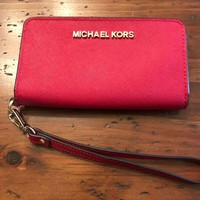 DCCKB7E MICHAEL KORS RED LEATHER WRISTLET PHONE WALLET