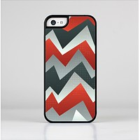 The Abstract ZigZag Pattern v4 Skin-Sert Case for the Apple iPhone 5c