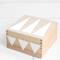 hand painted wooden box 17x17cm - white triangles