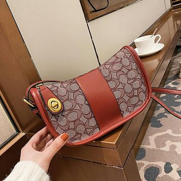 Coach It can be used as a single shoulder bag under the armpit