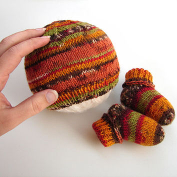 Baby shower gift set, thin wool hat and socks, autumn colors, choose your size, newborn or 2-6 month old baby, brown, red, green stripes