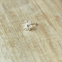 Daisy Nose stud, Sterling Silver Nose stud,Nose Bone, Tiny Flower nose,Cartilage Piercing Nose stud,Cartilage stud,Nose Ring, Nose Piercing