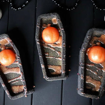 Death By Pumpkin Bath Bomb,Bath Bomb,Coffin,coffin bath bomb,pumpkin,Black bath bomb,bath fizzies,halloween bath bombs,bloody bath bombs