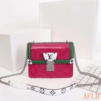 HCXX 19Aug 649 Louis Vuitton M90443 Monogram Vernis Wynwood Chain Flap Bag Leather Baguette Bag 21-14-9cm