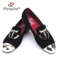 Men black velvet shoes with skull buckle and gold toe British style men loafers luxurious men dress shoes men's flats