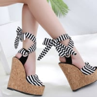 Hot style is a hot seller of versatile striped wedge sandals