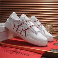 Valentino 2018 new rivet love doodle flat white shoes White+red letter