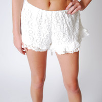Cut To The Lace Shorts -White