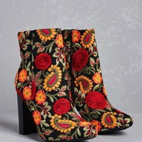 DCK7YE Embroidered Ankle Boots