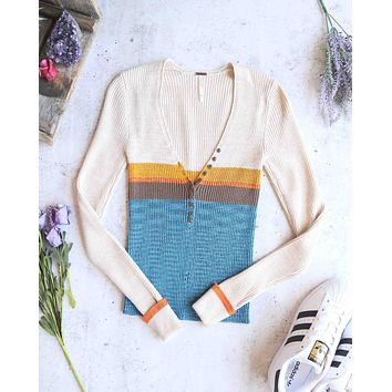 Free People - Frequency V-Neck Knit Sweater in Blue Combo