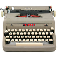 1957 Gray Royal Quiet De Luxe Typewriter, Professionally Serviced, Royal Typewriter, Working Typewriter, Writer Gift, Gifts For Dad