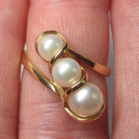 14K Triple Graduated Pearl Ring Size 6 Past Present Future